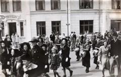 KFUM-A03204-U-18-1947-Nytårsparade-Trianglen-forrest-Peter-Knudsen-og-Carl-Hjorth-med-tromme